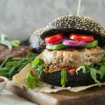 Recette simple d'un hamburger végétarien au pain noir