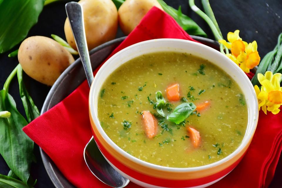 Soupe de pommes de terre et légumes : La meilleure recette !
